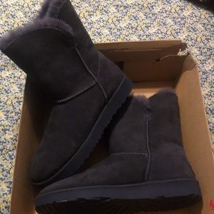 New womans Ugg size 9